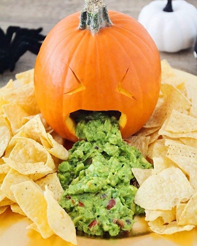 guacamole-em-abobora-para-o-halloween