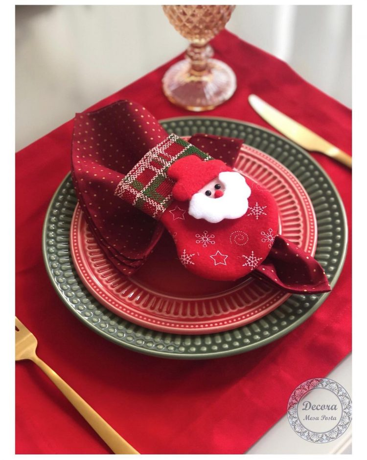 mesa posta natalina entre na festa