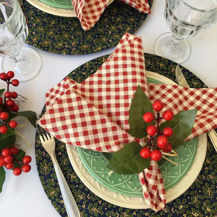 mesa posta entre na festa