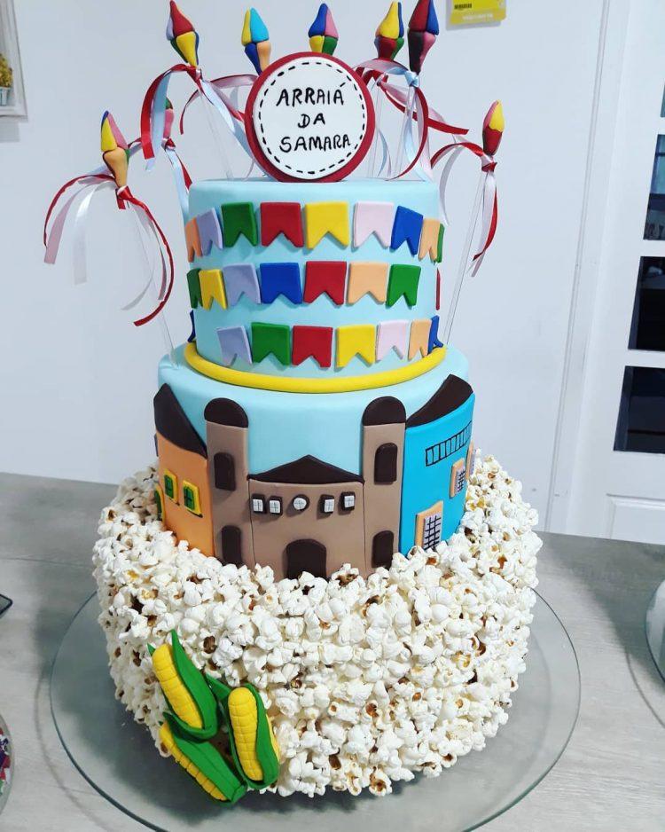 bolo-com-pipoca-e-comidas-tipicas