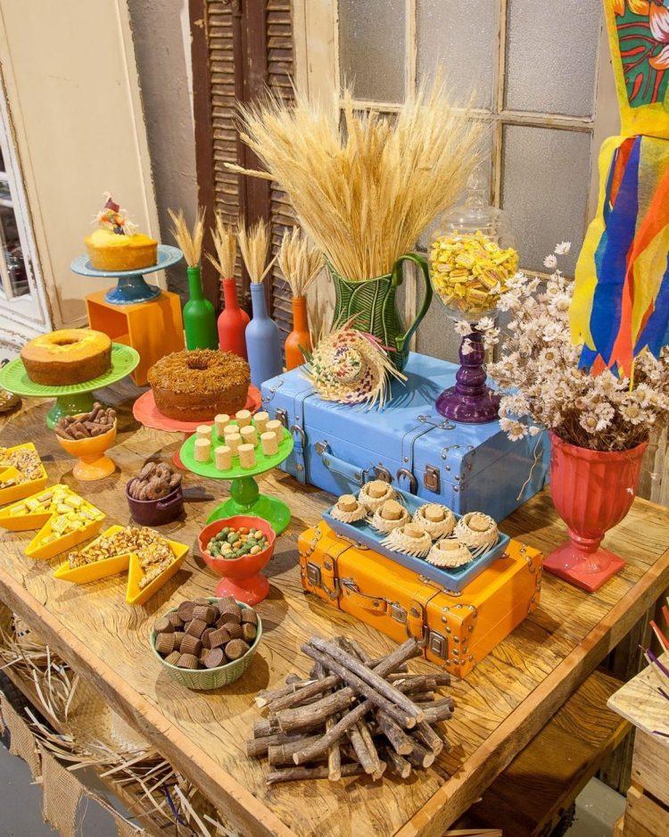 mesa-de-comidas-tipicas-juninas