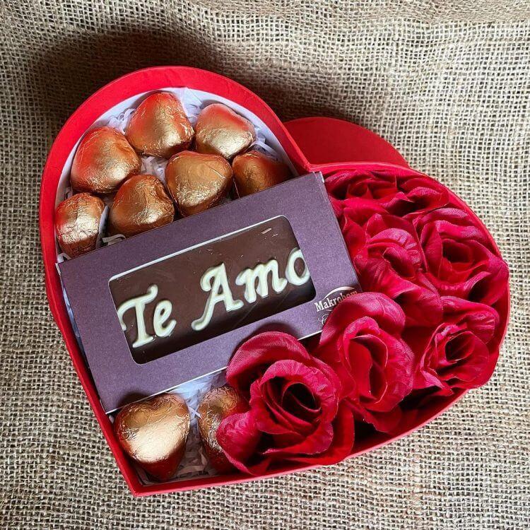 caixa-de-chocolate-e-rosas-para-o-dia-dos-namorados