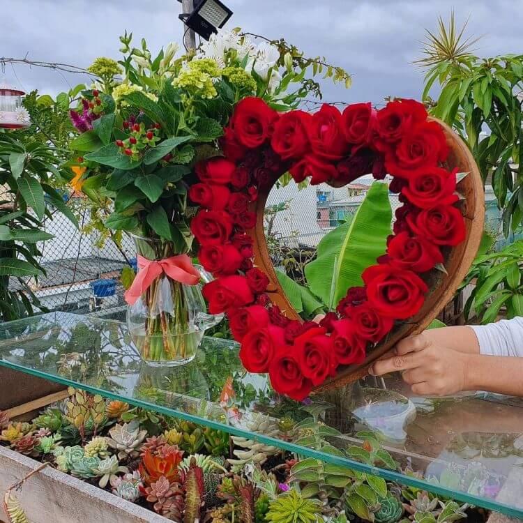 coração-com-flores-para-o-dia-dos-namorados