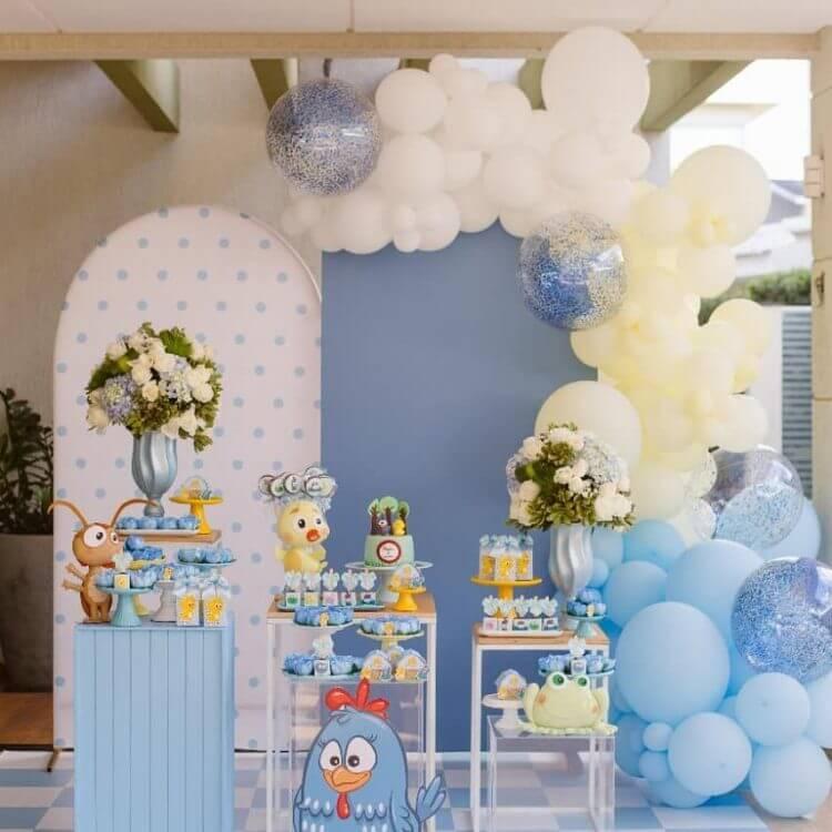 festa-em-casa-no-tema-galinha-pintadinha@elisafreitasdecor